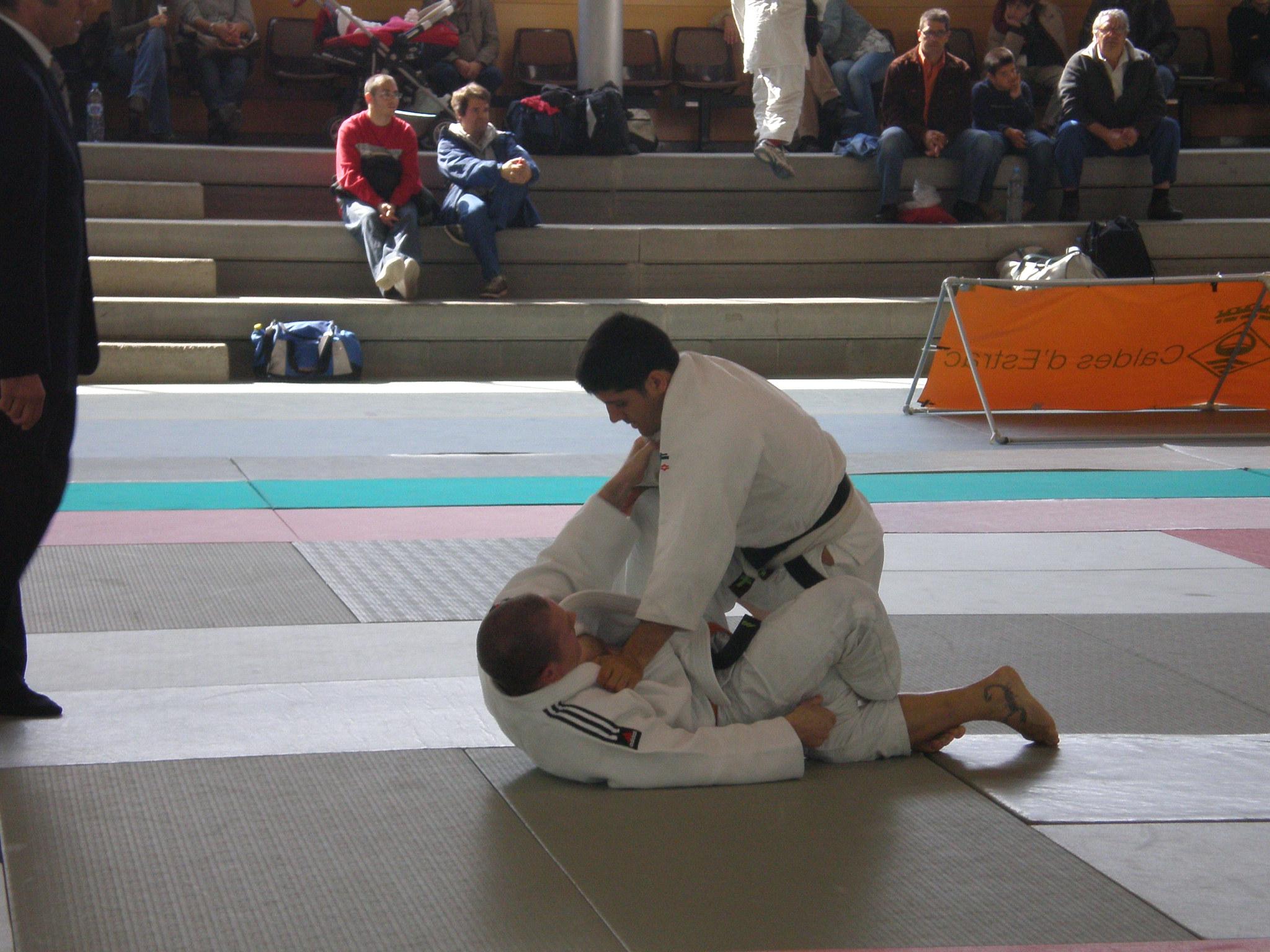 Carlos (arriba) luchando contra Jose Miguel García del Judo Tao