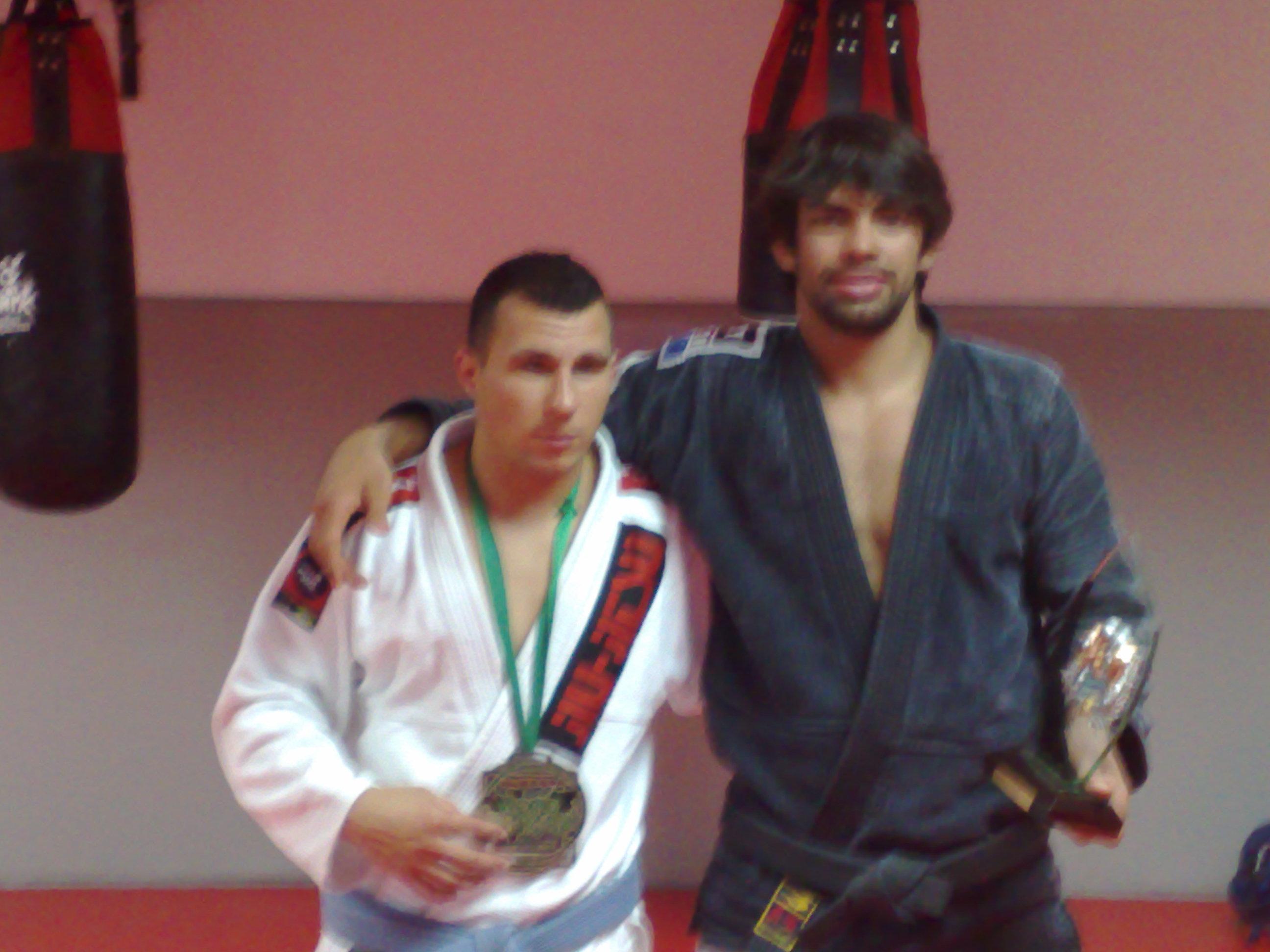 David y Yan con sus trofeos más recientes