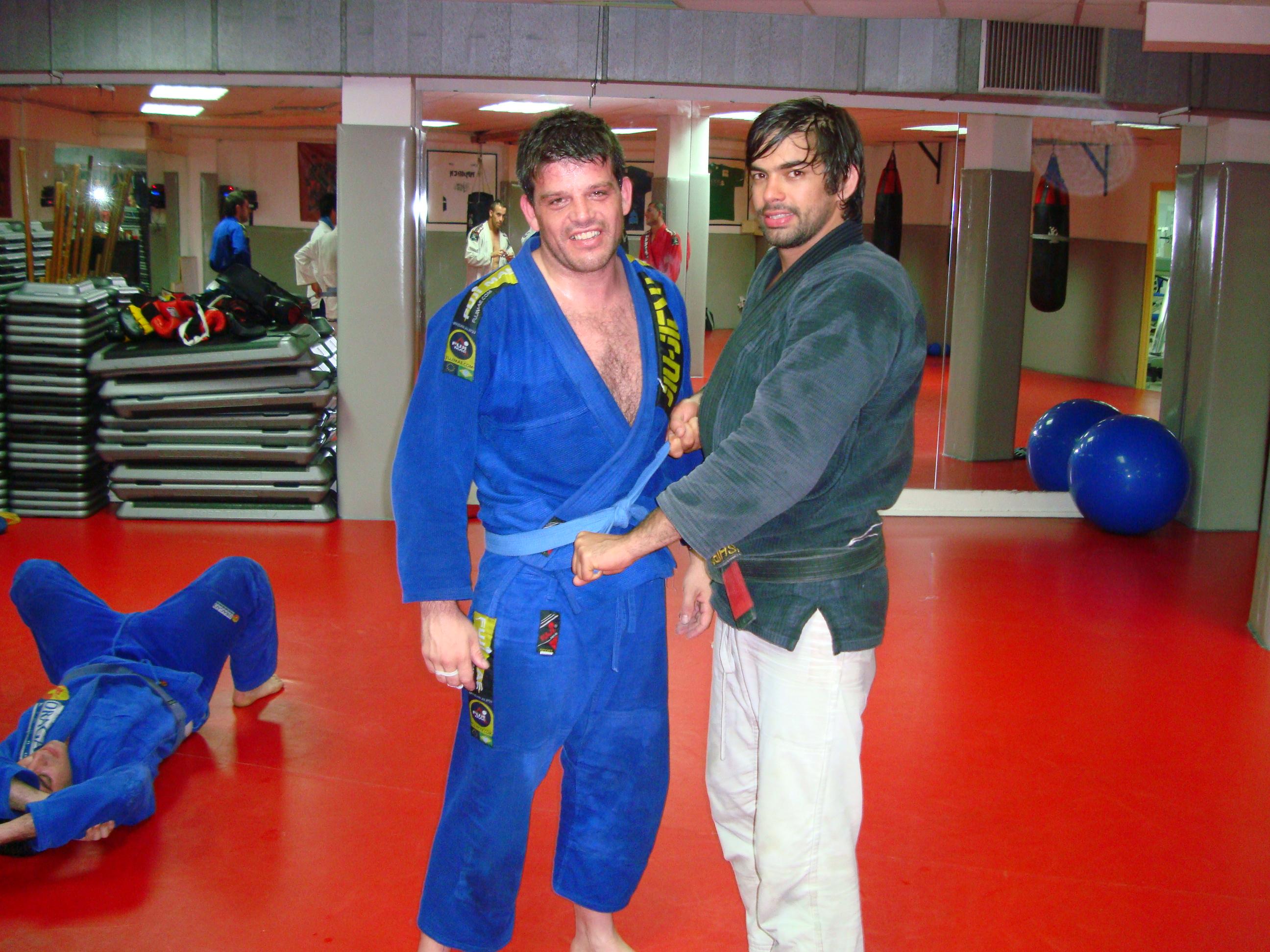 Alfonso recibiendo el cinturón azul