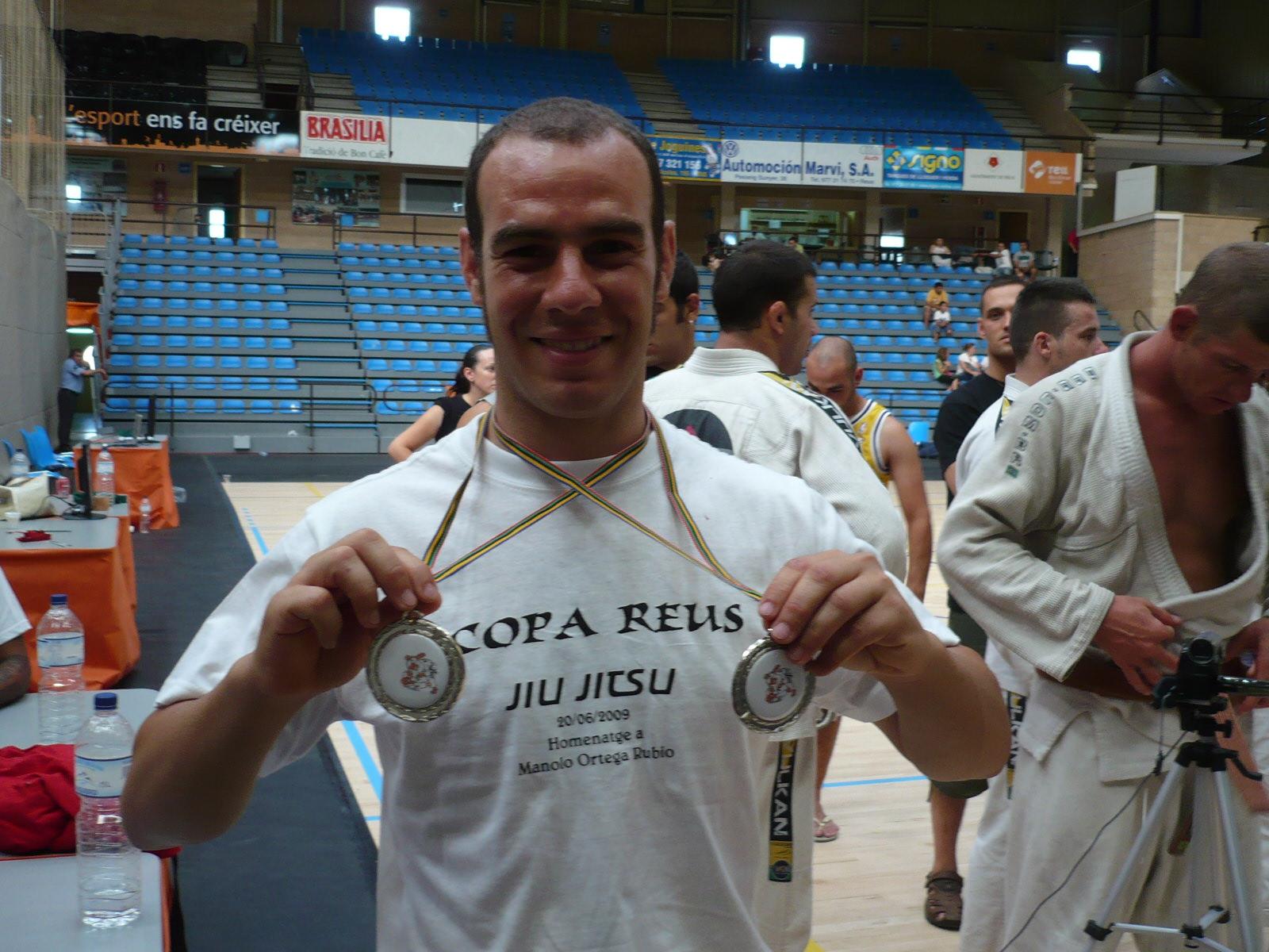 Toni Mendoza con las dos medallas