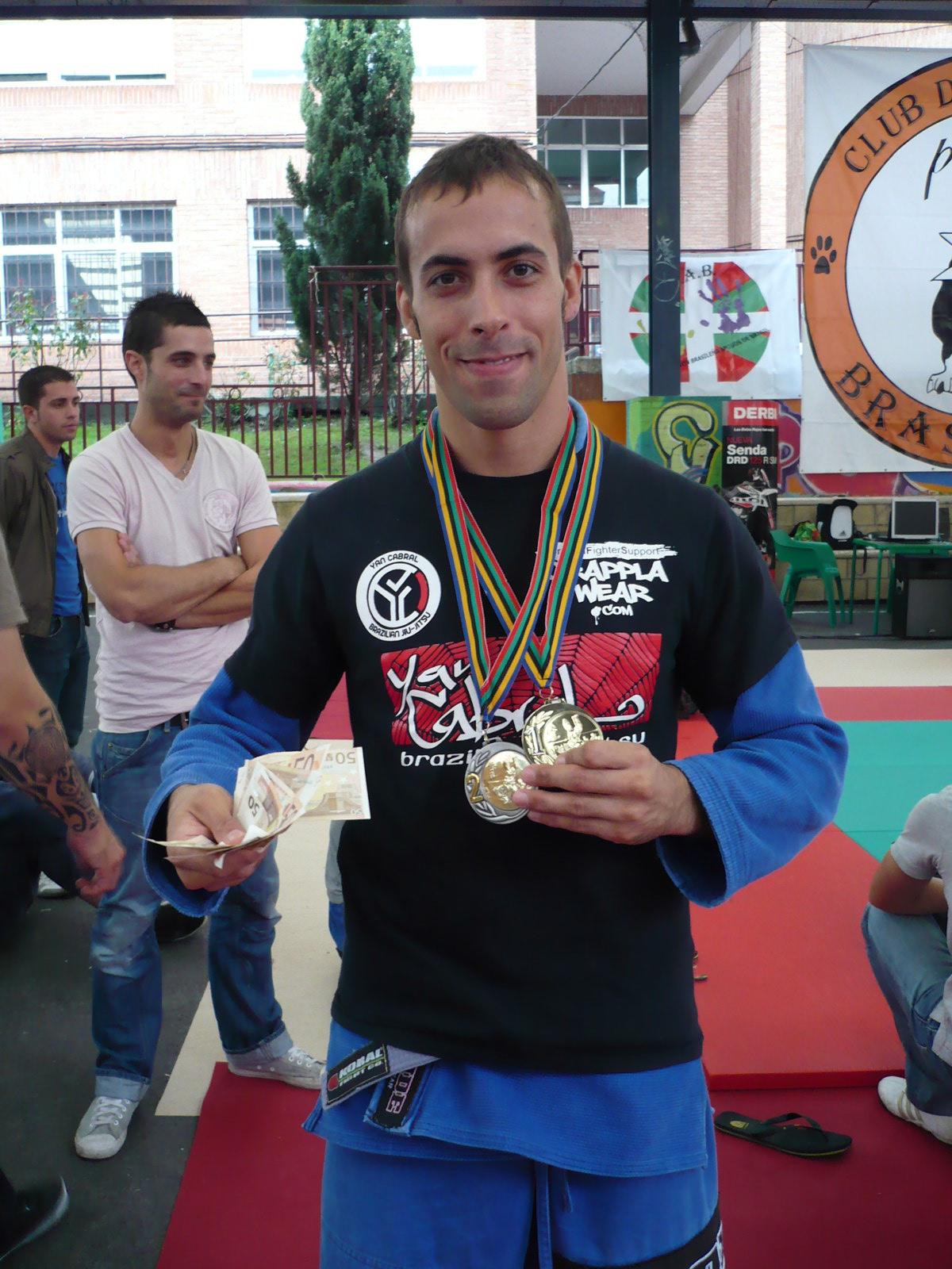 Sergio Calderón campeón del absoluto morado