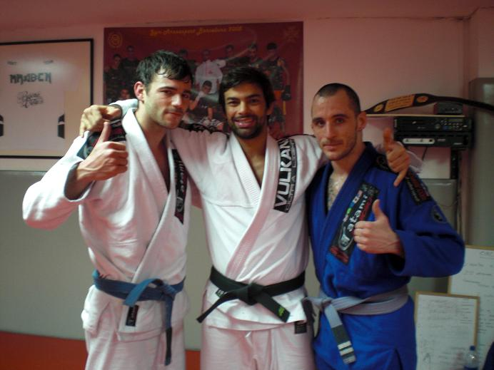 Damián y Oriol junto a Yan Cabral